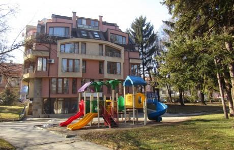 Тристаен апартамент в центъра на Разлог
