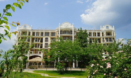 Луксозни апартаменти в Слънчев Бряг